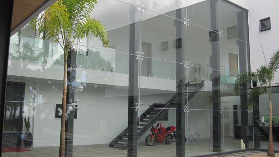 frameless-panels-spider-fittings-outside
