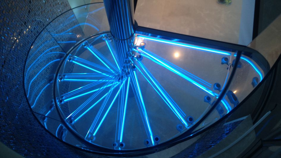 glass-led-staircase